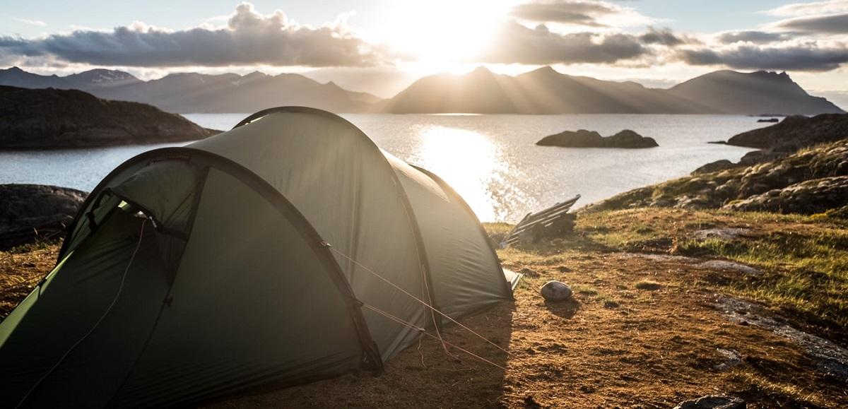Tält i morgonsol